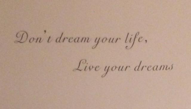 Älä unelmoi eläväsi. Elä unelmaasi.