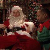 Pukista on moneksi. Näyttelijä Billy Bob Thornton näytteli pahaa Joulupukkia elokuvassa Bad Santa vuonna 2003.