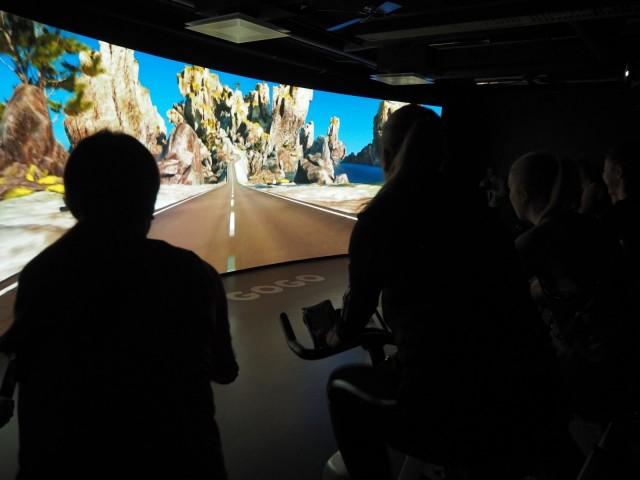The Trip -spinningtunnilla pyöräillään 3D-maailmoissa.