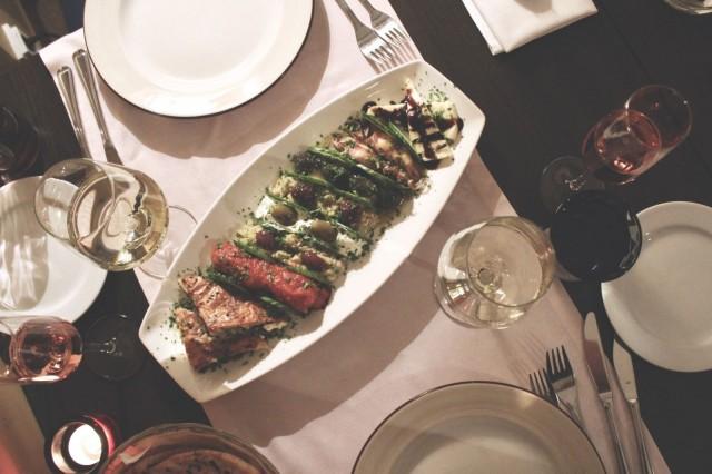 Kreikkalainen ruoka on suorastaan tehty jaettavaksi.