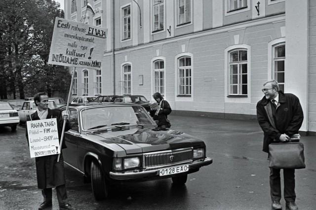 Rodeo sukeltaa Viron villiin vuosiin Neuvostoliiton romahtamisen jälkeen.