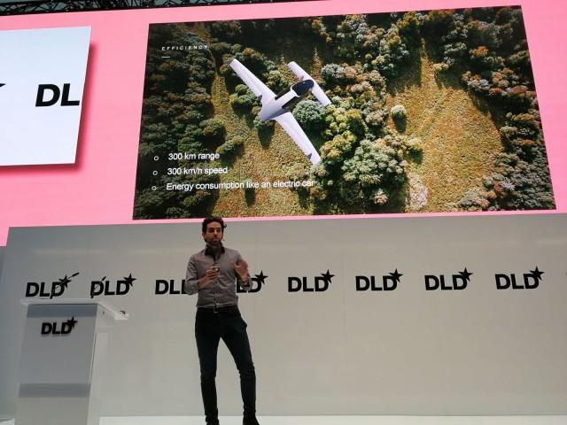 Lilium Jet prototyyppi osaa jo lentää autonomisesti, mutta sen sertifiointi lentoliikenteeseen voi kestää 2 vuotta.