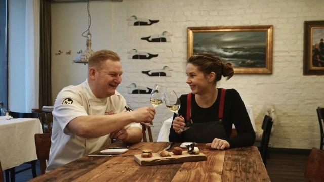 Keittiöpäällikkö Ari Ruoho ja ravintolapäällikkö Terhi Vitikka.