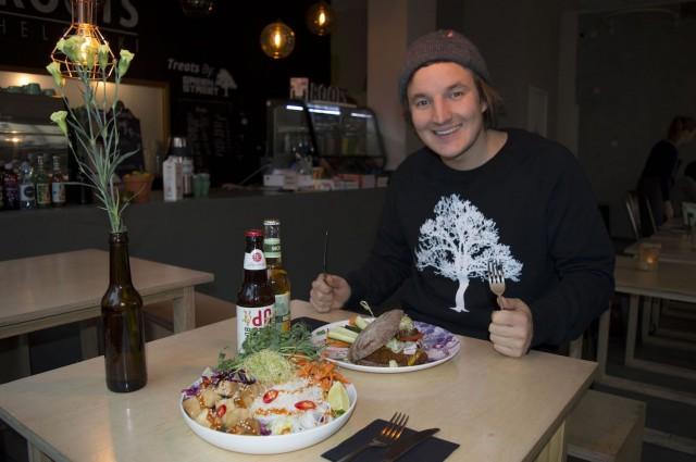 Roots Helsingin Johannes Laine tietää, että vege maistuu paatuneelle lihansyöjällekin, koska se on hyvää.