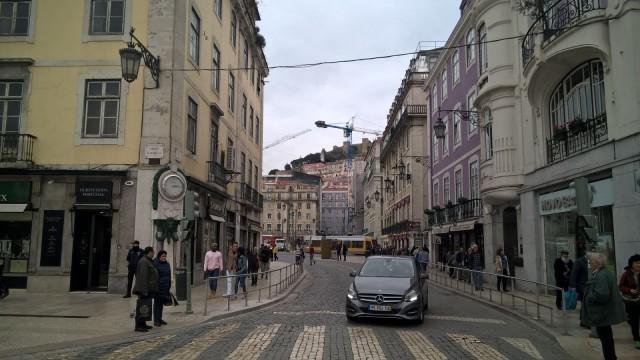 Portugalissa ei voi tietää miten hyvin remontoitu hieno huoneisto ränsistyneeltä näyttävässä talossa voi olla