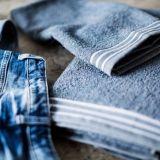 Finlayson keräsi 8 000 paria suomalaisten vanhoja farkkuja ja valmisti niistä pyyhkeitä