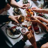 Uusi alkoholilaki astui kokonaisuudessaan voimaan: siirtyykö painopiste kotisohvilta kohti ravintoloita?