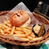 O'Learys – Boston Celtic Cheese Burger