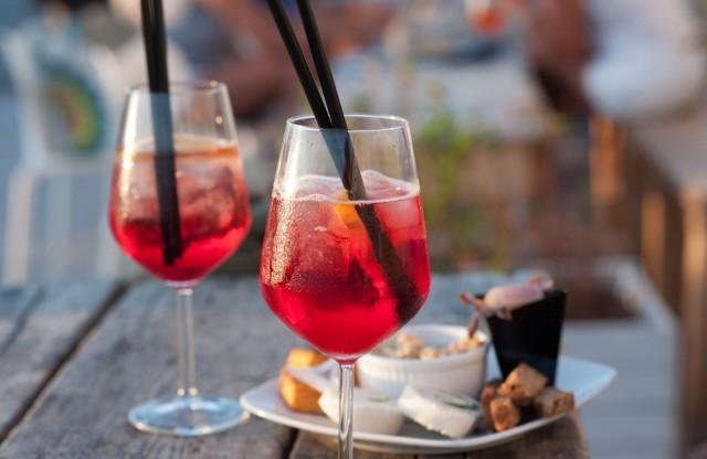 Perjantaina voi nautiskella Maailman suurimmasta Happy Hourista vaikkapa after workin merkeissä.