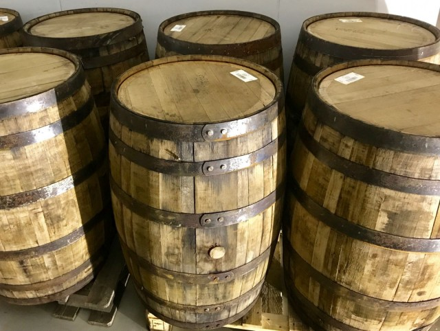 Olutviski kypsytetään amerikkalaisissa bourbon-tynnyreissä.