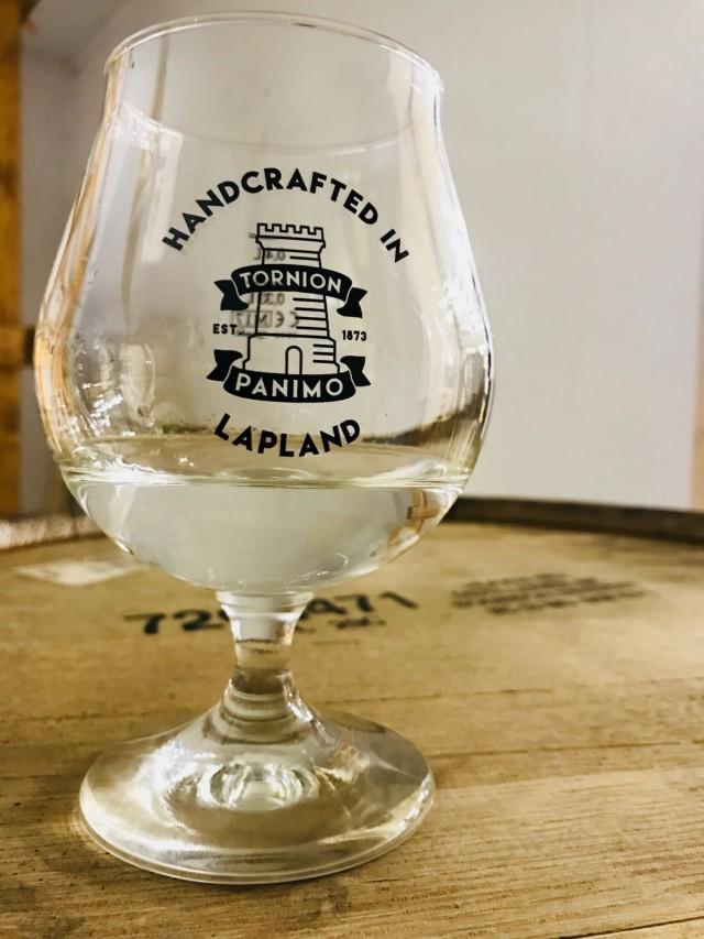 Oluesta valmistetun tisleen kypsyminen viskiksi vie vähintään kolme vuotta.