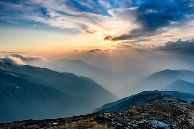 Himalajalla yövymme Mount Everestin base campissa 5364m korkeudessa moottoripyöriemme kanssa. Kuva: Sergey Pesterev