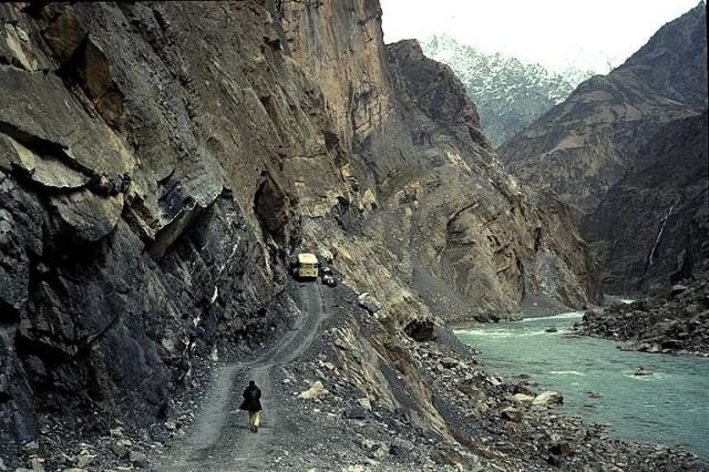 Pamir Highwaytä Dushanbe ja Khorugh välillä. Kuva Wikipedia.