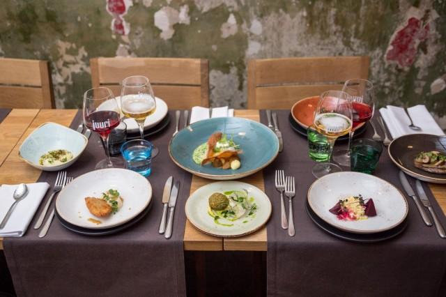 Ravintola Juuressa suositaan luomua ja lähiruokaa.