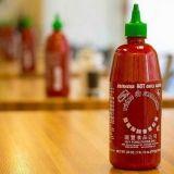 Kuinka valmistuu legendaarinen Sriracha-kastike? Kierros tehtaalla paljastaa soosin salat