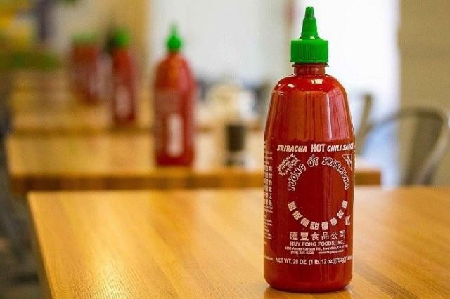 Sriracha-kastike on saanut nimensä thaimaalaisen rannikkokaupungin Si Rachan mukaan.
