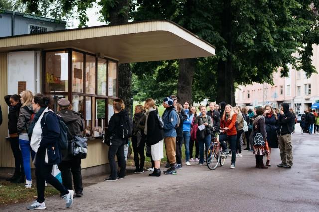 Jänön avajaisissa elokuussa 2016 oli väkeä jonoksi asti. Tänä vuonna lippakiskan viereen nousee myös terassi.