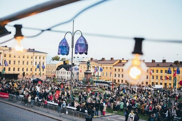 Taiteiden yön lukuisat tapahtumat ovat osa Helsingin Juhlaviikkoja.