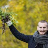 Voikukkia ja takiaisenjuurta – Ossi Palonevan villiruokaillalliset ensi kertaa Helsingissä