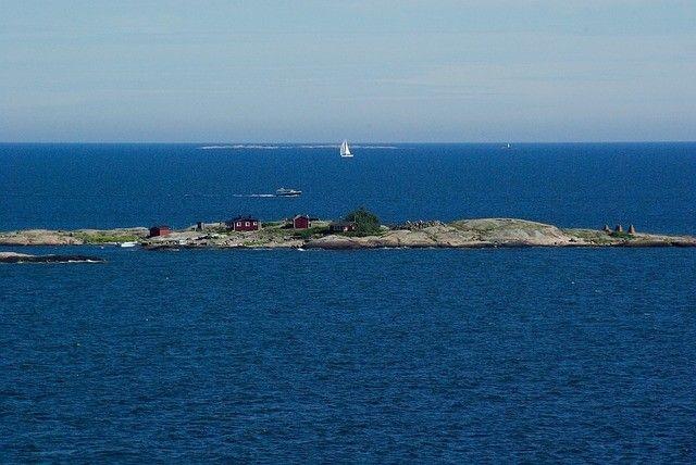 Onnistunut kesäpäivä saaristossa edellyttää puhdasta oleskeluympäristöä.