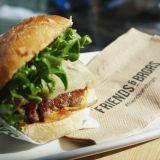 Helsingin parhaat burgerit: Friends&Brgrsin valtti on tasalaatuisuus