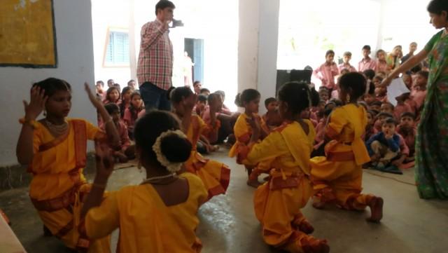 Koululla esityksiä