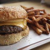 Helsingin parhaat burgerit: Bites Vallilan burgerissa on jotain alkukantaista