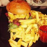 Seuralaisen burgeri Rantapuiston tapaan