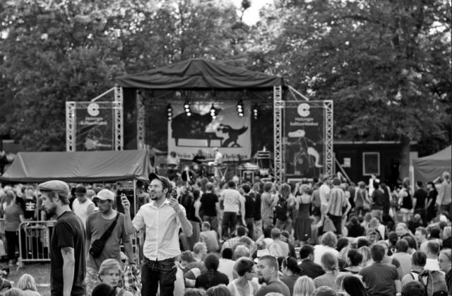 Kansanjuhlat Alppipuistossa 2010.