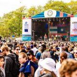 Maailma kylässä -festivaali tuo ilmaiskonsertit ja yhteiskunnalliset keskustelut Rautatientorille