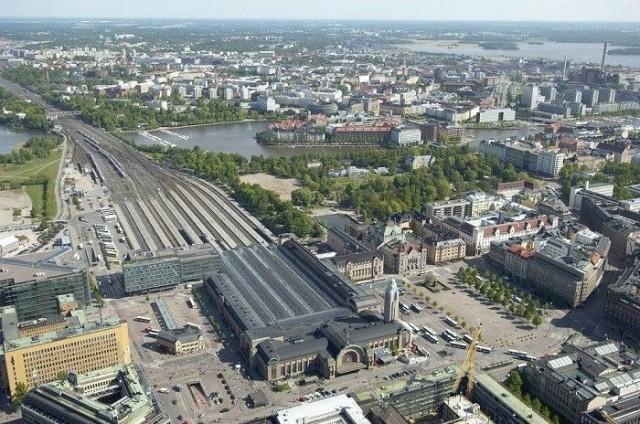 Silta rakennettaisiin Helsingin päärautatieaseman taakse junaraiteiden ylle.