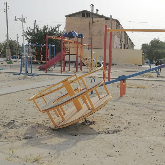 Leikkipuisto Turkmenistanin Balkanabatissa.