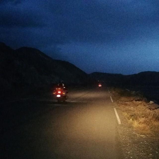 Vuoristossa yöllä ajaminen on vaarallista