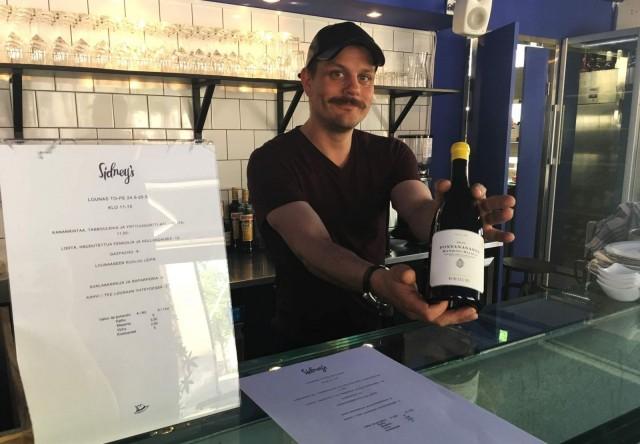 Sidney'sin viinilista on Henri Bäckmanin käsialaa.