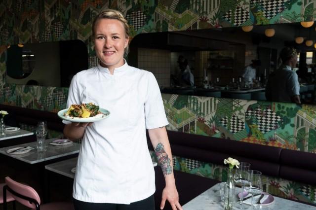 Keittiömestari Linnea Vihonen ei voisi kuvitella työskentelevänsä millään muulla alalla.