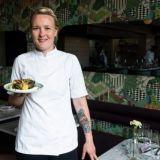 Ravintoloista haetaan elämyksellisyyttä – Yes Yes Yesin keittiömestari Linnea Vihonen: