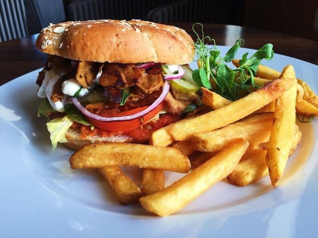 Vöner eli vegaaninen seitankebab maistuu myös burgerin välissä.