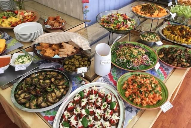 Vegaaninen lounas on houkutellut kävijöitä kauempaakin.