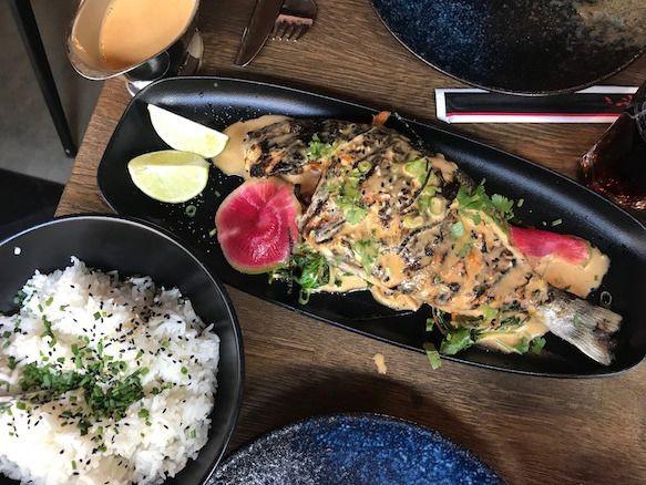 Grillattua päivän kalaa ja sitruunaruohobisque