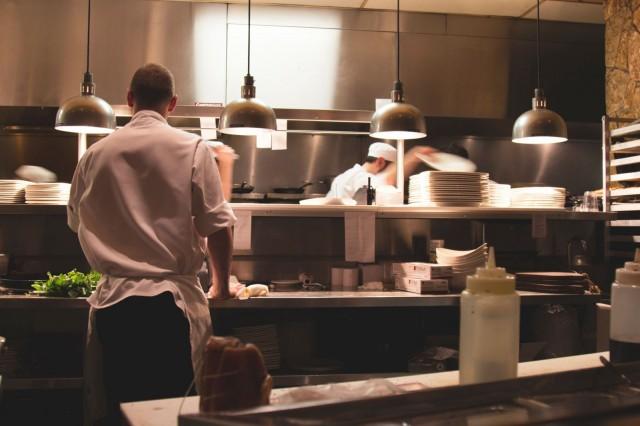 Hella Foodin maksuton koulutus antaa nuorille eväitä työelämään.