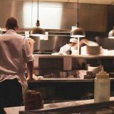 Huippukokit kouluttavat nuoria lupauksia – Hella Foodin ilmaisesta koulutuksesta eväitä työelämään