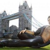 Hollywood-näyttelijä Jeff Goldblumin patsas valloitti Lontoon
