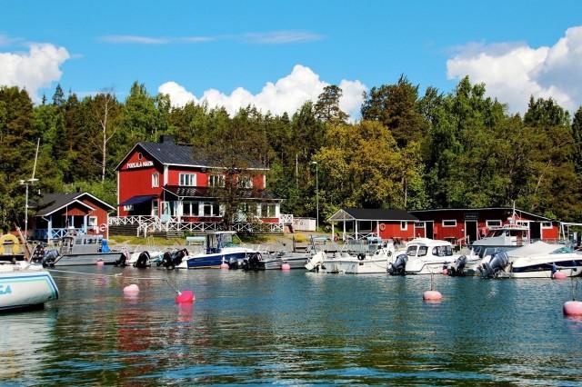 Porkala Marinin laiturissa on tilaa veneilijöille.