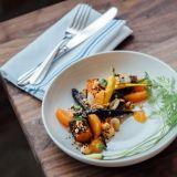 Turun Vegåniassa nautitaan kasvisruoasta, livemusasta ja erikoisoluista