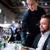 """Ravintoloista haetaan muutakin kuin vatsantäytettä – Vuoden Tarjoilija Noora Sipilä: """"Tunnelma on iso kilpailuvaltti"""""""