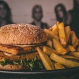 Helsingin parhaat vegeburgerit: Loosisterin Big Sister burgerin sydän on itse tehty seitanpihvi