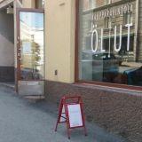 Kaupparavintola Öl Ut yhdistää olutpuodin ja baarin – Kauppahinnat myös baariasiakkaille