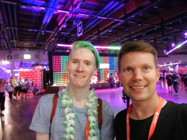 Vuoden parhaan pelivideon tehnyt Deata eli Mikael Hertell sekä sarjayrittäjä Ilkka O. Lavas