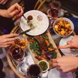 Pohjattomia skumppabrunsseja, tapaksia ja espanjalaista kaaosta – Bar Cón avaa ovensa Kalliossa