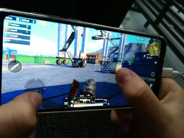 Honor Playssä on pelaamiseen ja työkäyttöön sopivan kokoinen ja tarkka näyttö.